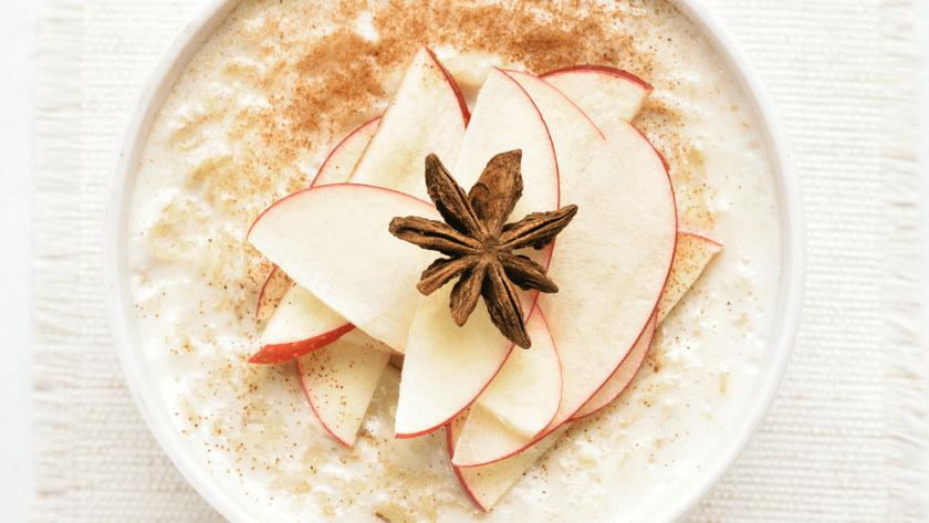 Ayurvedischer Frühstücksbrei mit Hirse, Apfel und Zimt