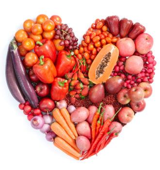 Herz aus ayurvedischem Obst und Gemüse